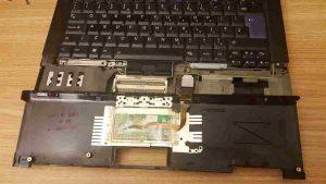 nhu-nao-de-lau-ben-trong-mot-may-tinh-laptop